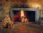 薪を使った暖炉